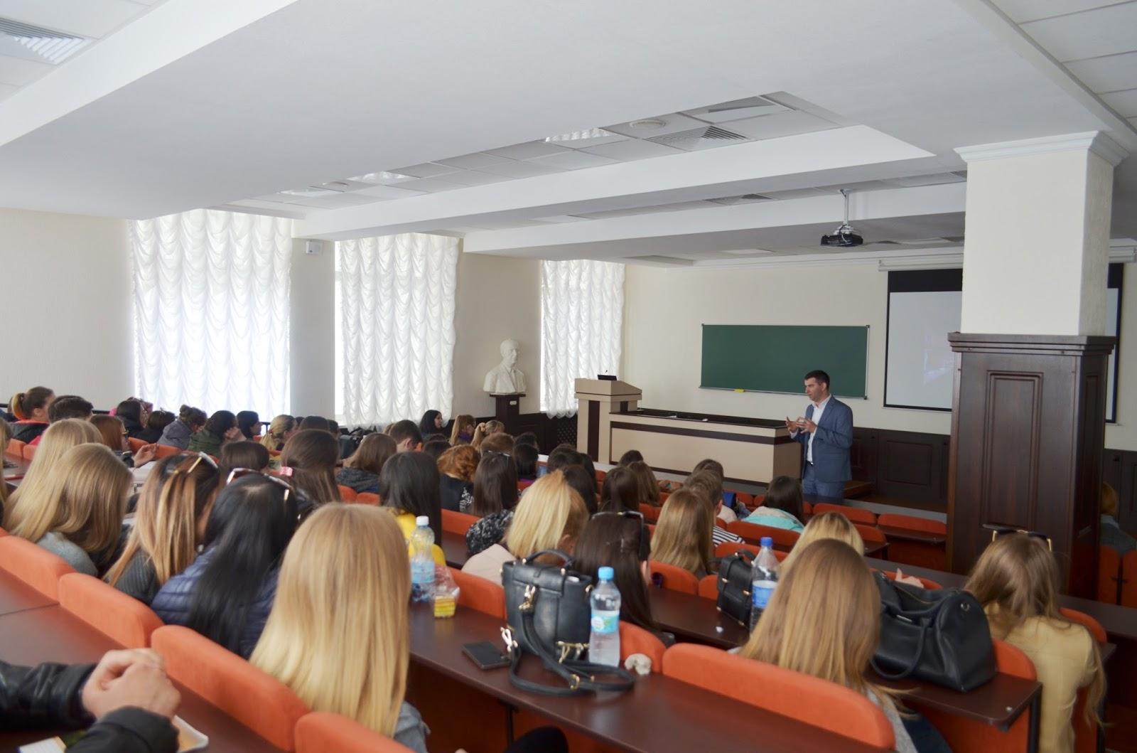 Навчальні сети і мікси: воркшоп від EPAM та майстер-клас від FOZZY GROUP