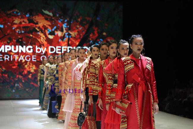 Ikuti Ajang IFA, Yustin Ficardho Ketengahkan Tapis Modern Ethnic