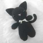 http://zoecreates.co.uk/shadow-the-black-crochet-cat/