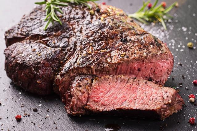 Cosa succede al corpo quando rinunciamo dal carne rosso