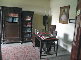 work-room-of-ki-hadjar-dewantara
