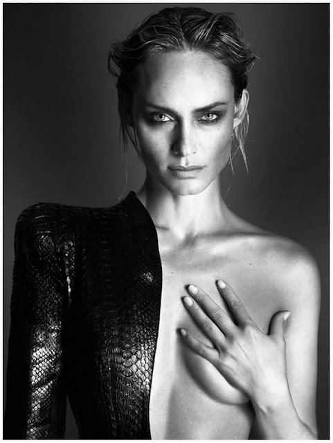 Amber Valletta Hot Pics and Bio