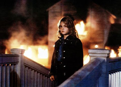 Stephen King's Firestarter 1984 movie still showing Charlie (Drew Barrymore) burning a building to the ground with her mind