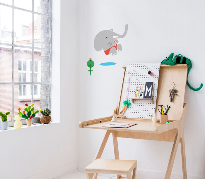 K desk Rafa-kids with  Makii elephant wall sticker