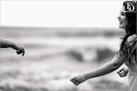 ensaio pré-wedding realizado na praia do rosa em santa catarina à beira mar com clima bucólico dramático em meio à natureza por fernanda dutra cerimonialista