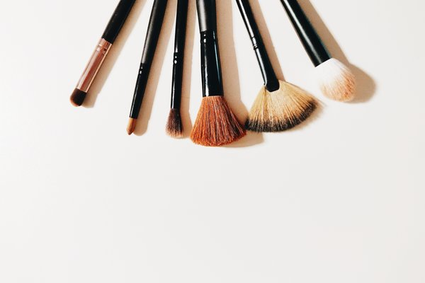 6 Popular Types of Makeup Brushes and Their Uses