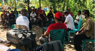 Suasana berkumpul antara Dinas Sosial, Tim pemetaan dan Dinas Sosial Pulau Taliabu