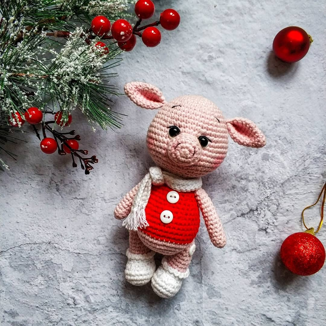 Ravelry: Plorp the Pig pattern by Charlyn Smith | 1080x1080