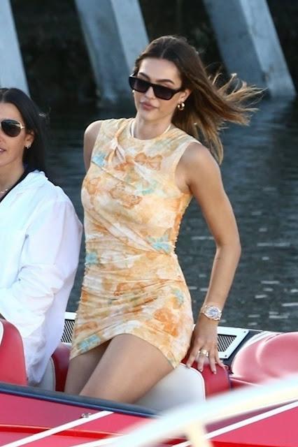 Amelia Hamlin – With Scott Disick take a tour by boat through Miami Bay