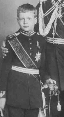 Ernst Leopold Chlodwig Julius Alexis Wilhelm Heinrich Erbprinz zur Lippe (* 12. Juni 1902 in Detmold; † 24. Mai 1987 ebenda)