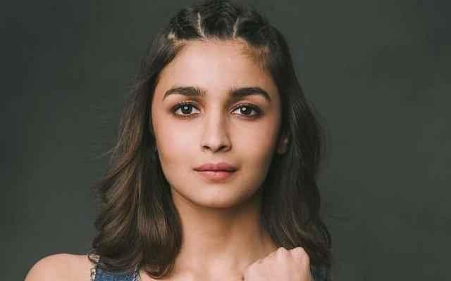 Alia Bhatt in New York to meet Ranbir Kapoor