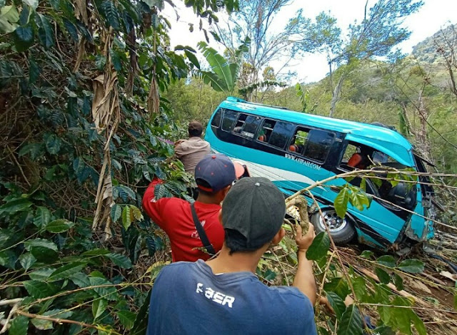 Akibat Rem Blong,12 Penumpang 2 Meninggal Dunia di Jalan Pantan Terong Ini Nama Nama Korban