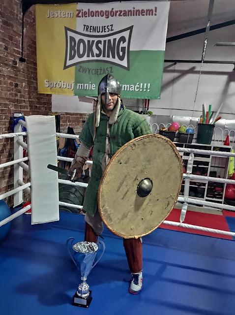 sport, sprzęt sportowy, przepisy, mata, ring, boks, kickboxing, muaythai, walka
