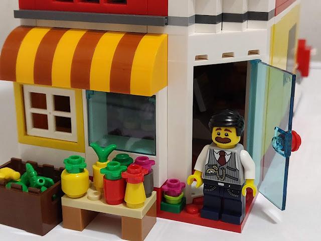 LEGO moc - palazzina con minimarket