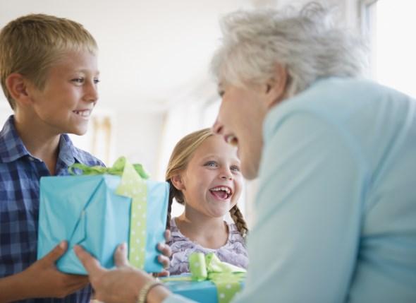 12 πράγματα που οι παππούδες δεν πρέπει να κάνουν