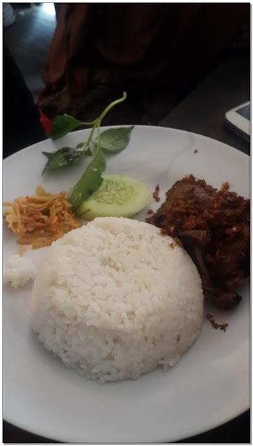 """Tempat Makan Di Bangkalan Madura – """"Bebek Songkem Pak Salim"""""""