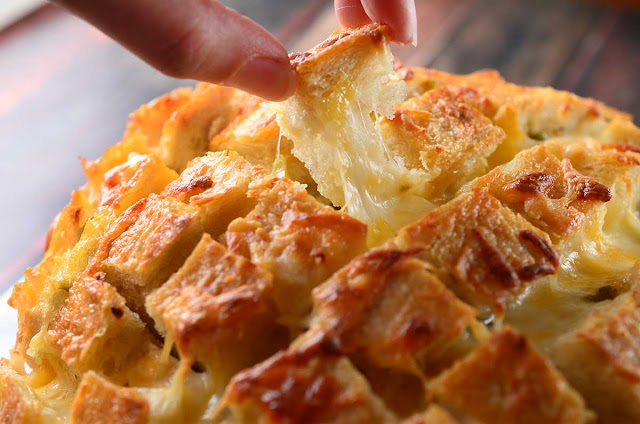 Cheesy Garlic Pull-Apart Bread recipe rvrecipes