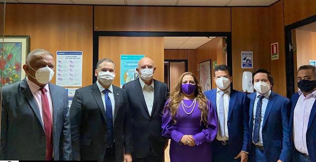 Prefeito Juninho Alves se reúne com ministro da Educação para viabilizar curso de medicina para Caraúbas