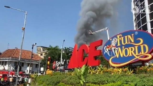 Toko di Pasar Blauran Surabaya Terbakar, Asap Hitam Membumbung Tinggi