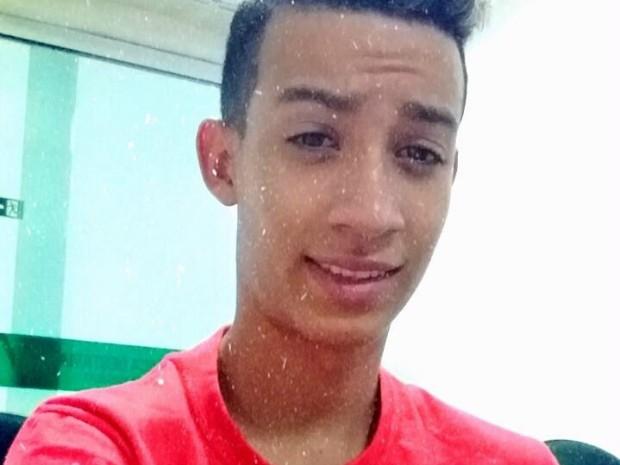 Adolescente Wesner Moreira da Silva morreu após ser machucado com mangueira em lava-jato (Foto: Reprodução/Facebook)