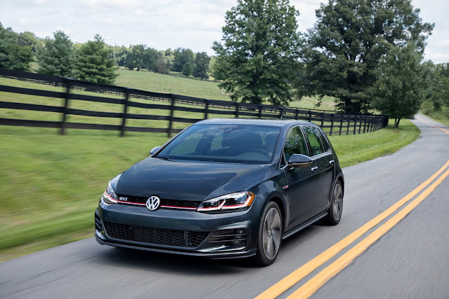 Front 3/4 view of 2018 Volkswagen Golf GTI