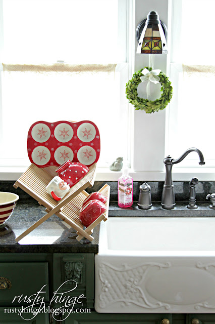 Rusty Hinge Christmas red and white dish drying rack