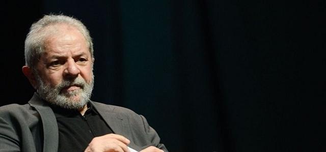 O ex-presidente Luiz Inácio Lula da Silva (PT) sofre pressão da família e da namorada