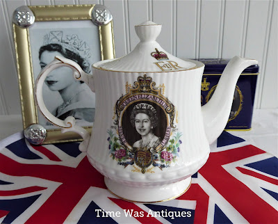 https://timewasantiques.net/collections/queen-eliabeth-ii/products/queen-elizabeth-ii-silver-jubilee-teapot-1977-english-bone-china-royal-memorabilia