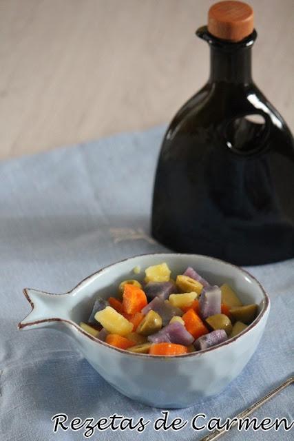 Ensalada de patatas violeta y zanahorias