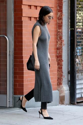Selena Gomez ? Braless ? leaving her apartment in NY