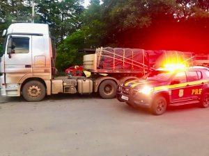 Sob efeito de cocaína, caminhoneiro quase atinge viatura da PRF em cidade de RO