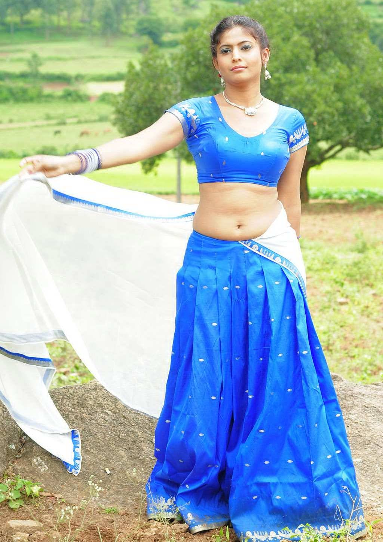 Kushbu Hot Milf Showing Her Big Deep Navel Side View Of