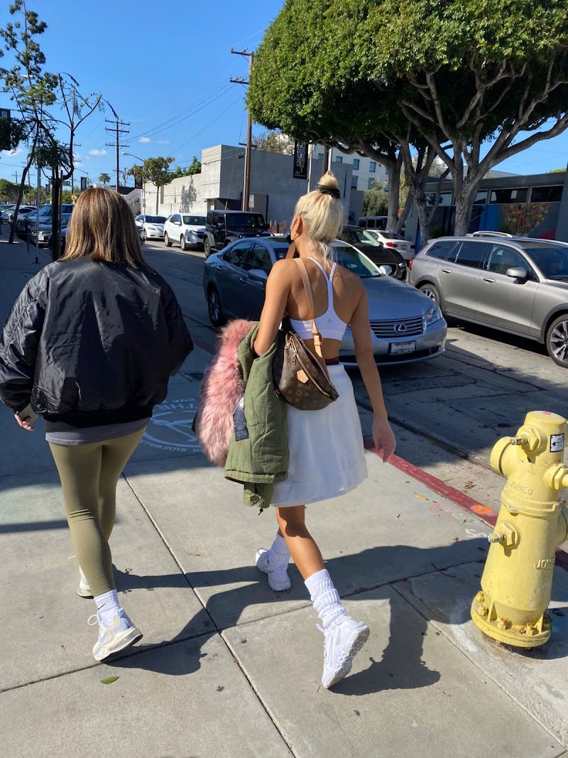 Pia Mia Clicked Outside with a Friend in West Hollywood 9 Nov-2020