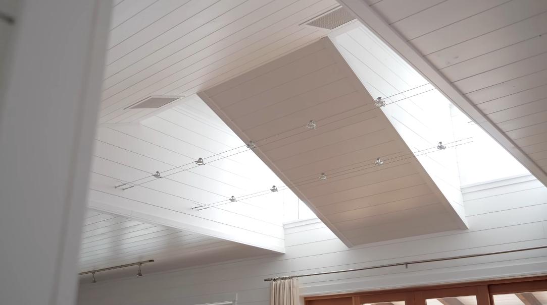 10 Interior Design Photos vs. 805 Vesuvius Bay Rd, Salt Spring Island, BC Home Tour