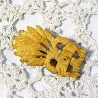 Harvest festival corn sheaf brooch - antique