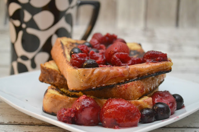 Vanilla French Toast Topped with Berries, easy french toast recipe, french toast, vanilla french toast, baking with coffee creamer, coffee creamer french toast, vanilla coffee creamer french toast,