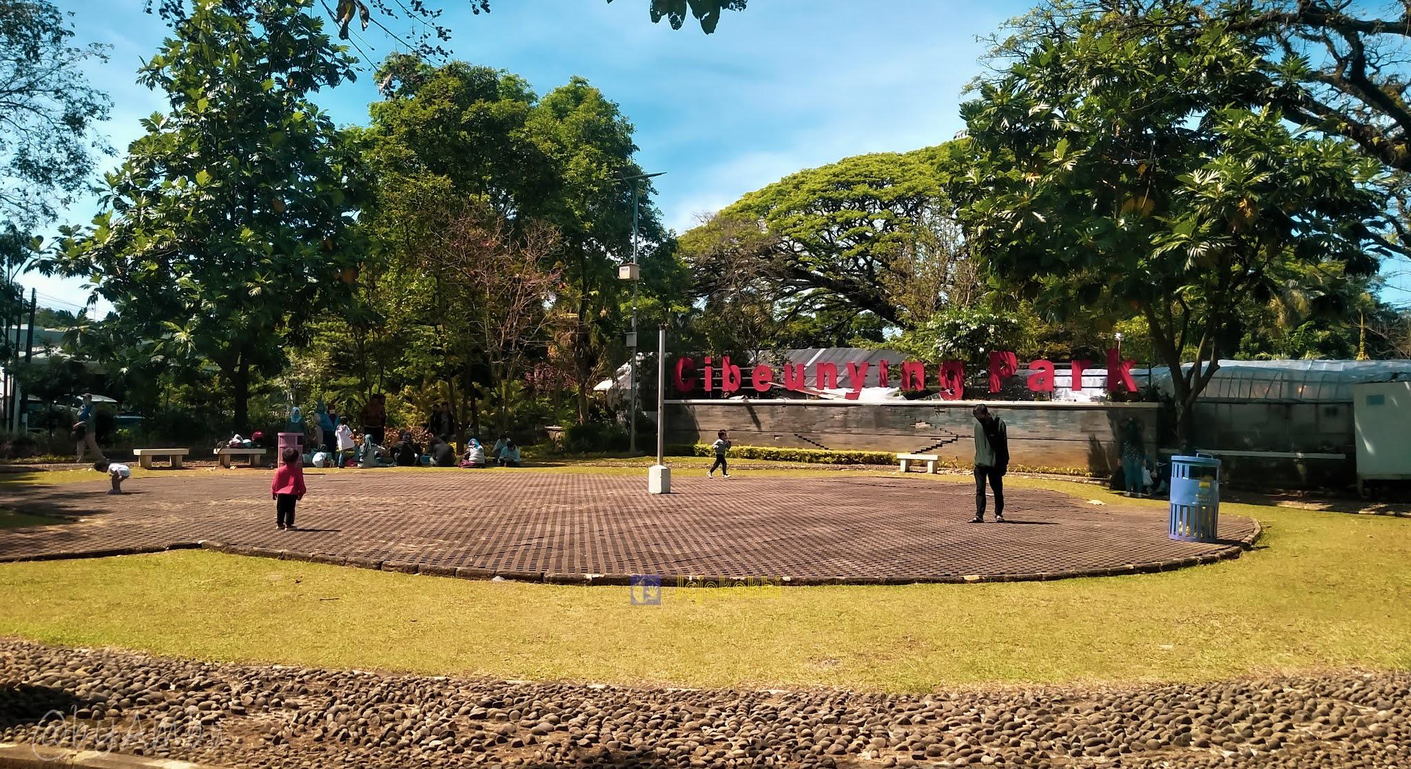 Jalan-jalan Santai di Cibeunying Park Bandung