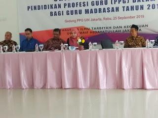Rektor UIN Jakarta bersama para mahasiswi PPG
