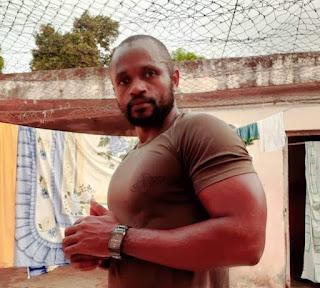 Un militaire de la garde présidentielle arrêté et menotté dans sa cellule de prison