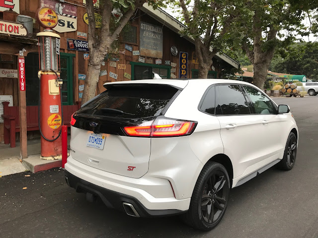 Rear 3/4 view of 2019 Ford Edge ST