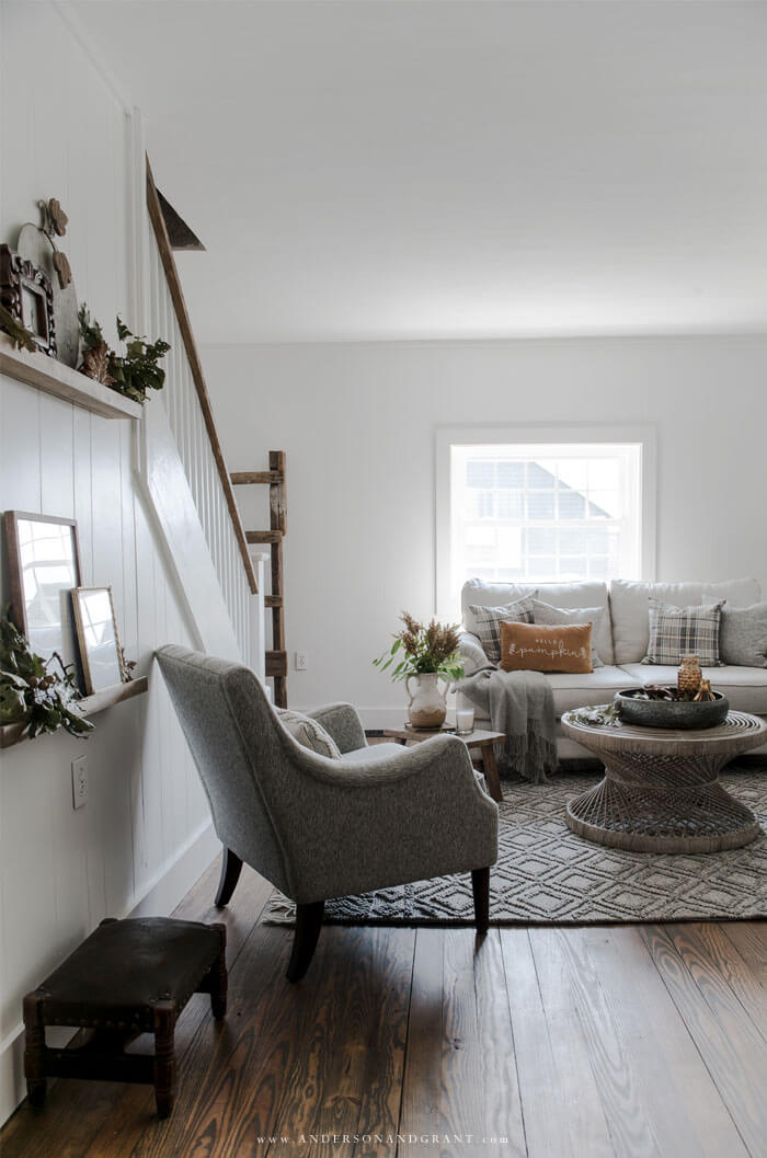 All the inspiration you need for decorating your own modern transitional farmhouse living room for fall.