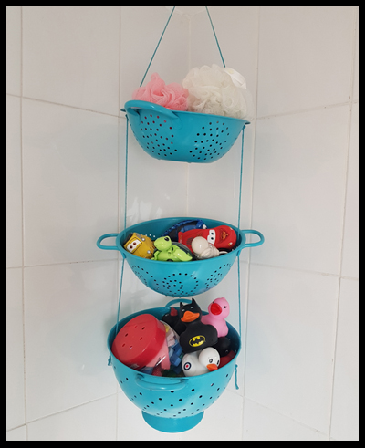 Painting colanders and hanging them together makes for perfect bathtime toy storage