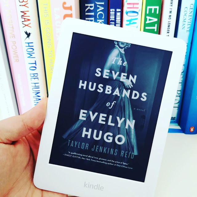 A picture of an e-reader review of The Seven Husbands of Evelyn Hugo by Taylor Jenkins Reid