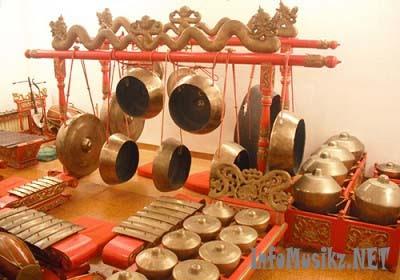 Alat Musik Tradisional Gamelan( Asal Daerah : Jawa Tengah )