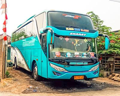 Foto Bus Sudiro Tungga Jaya Shanay