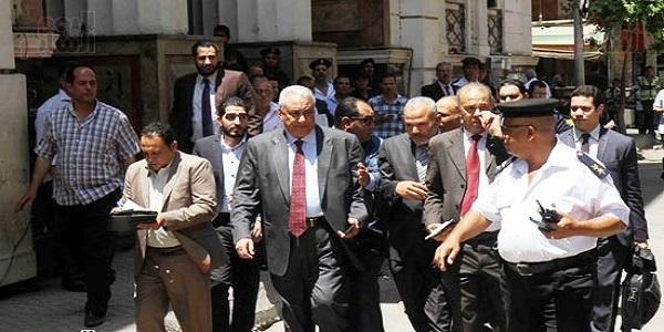تأجيل محاكمة نقيب الصحفيين الى 25 يونيو الجارى