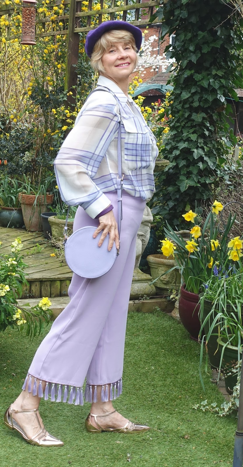 Styling a white and lilac striped blouse three ways. Bring any outfit up to date by adding inexpensive fashion bags and sunglasses.