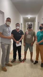 Após vídeo de teresa Carneiro viralizar na intermete prefeito Sidney Paiva vai ao Hospital Sá Andrade em Sapé