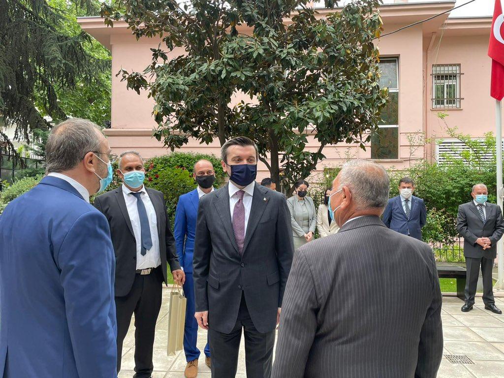 """Καταπιεσμένη """"τουρκική κοινότητα"""" βλέπει ο υφυπουργός εξωτερικών της Τουρκίας!"""