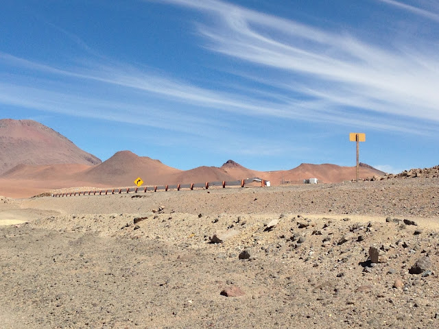 Estrada no Atacama Chile